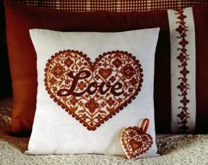 Подушка с сердцем.