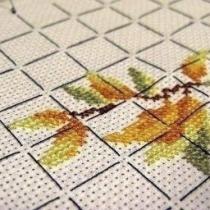 подготовка канвы, ниток и схемы к вышивке