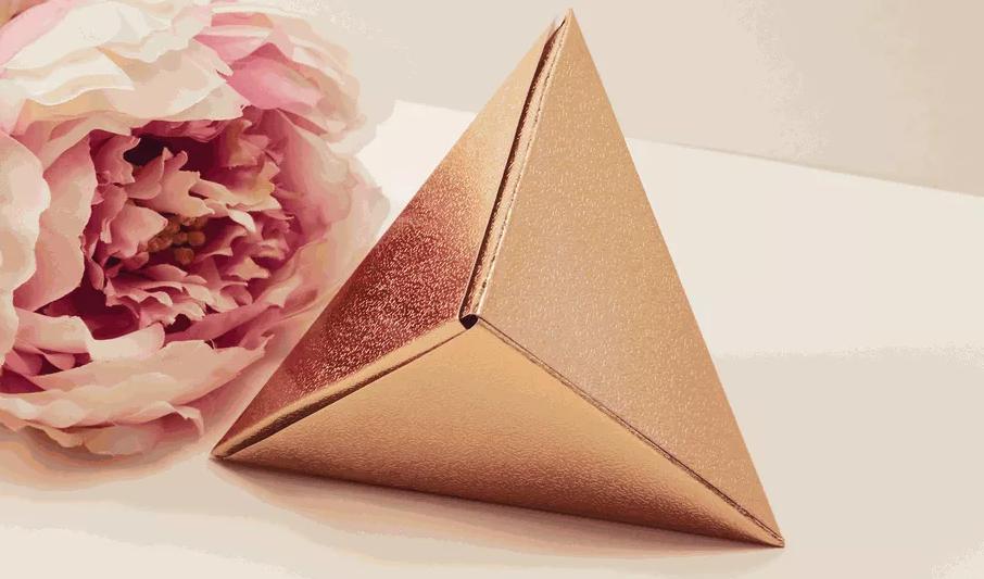 shema-origami-korobka-dlya-podarka-v-forme-treugolnika