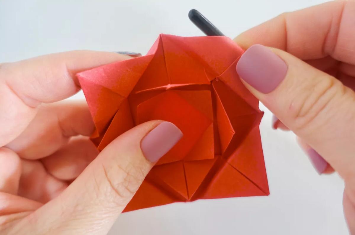 shema-origami-krasivaya-roza-19